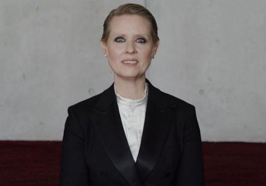 Sois-une-vraie-femme-Cynthia-Nixon-denonce-les-injonctions-faites-aux-femmes-dans-une-video